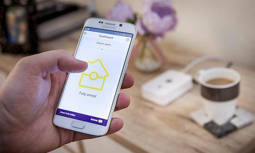 Alarme connectée Yale smart living - Pilotage à distance via smartphone